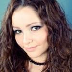 Azra, 26 jaar